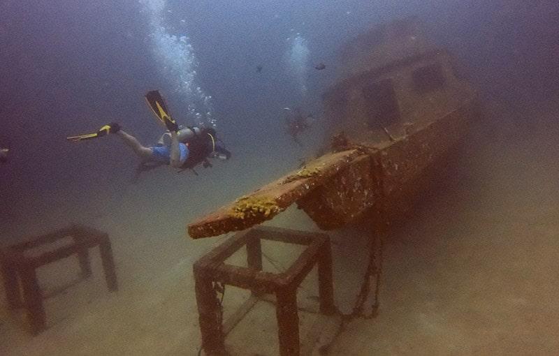Racha Yai Bay 1 - Wreck